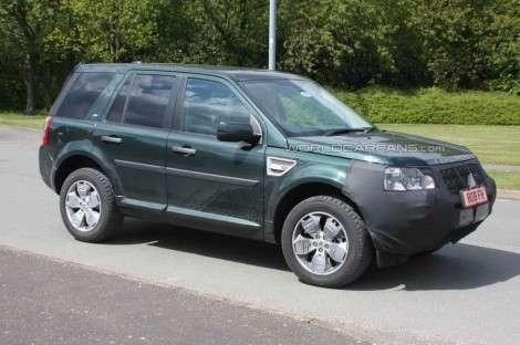 Land Rover Freelander засняли на трассе