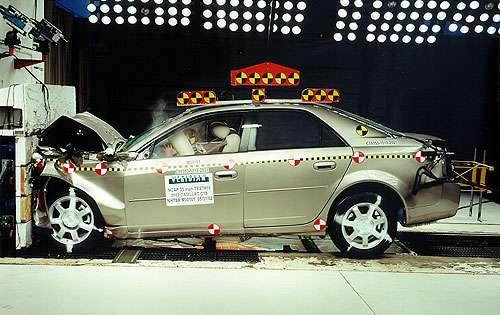 Автомобили встали в очередь на краш-тест