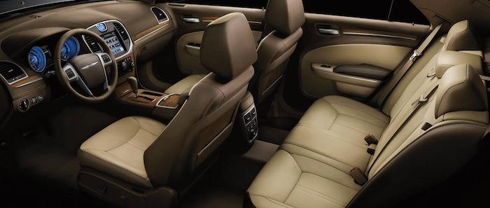 2102-chrysler-300-luxury-interior