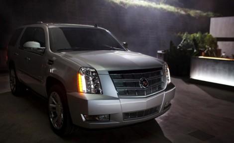 2013-Cadillac-Escalade-Platinum-002-medium-1