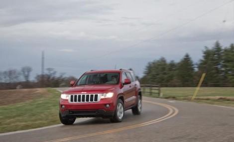 2011-jeep-grand-cherokee-v6-laredo-4x4-photo-479572-s-520x318