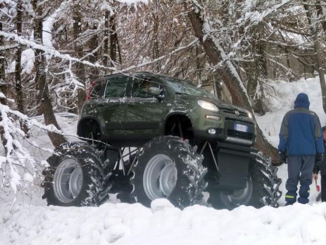 Fiat Panda на огромных колесах Видео