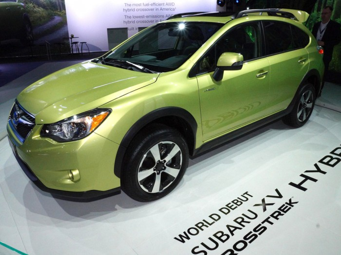 Subaru XV Crosstrek Hybrid с другого бока
