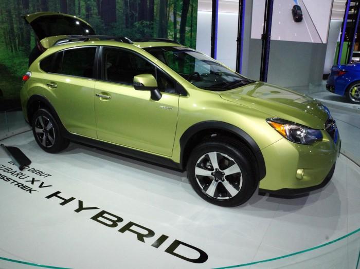 Subaru XV Crosstrek Hybrid сбоку