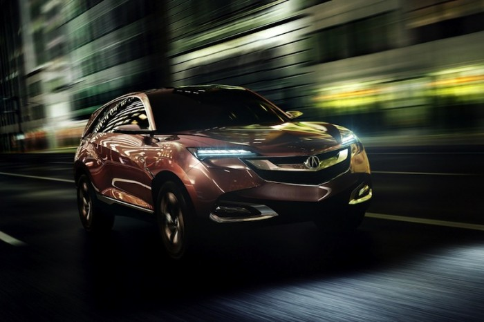 Acura SUV-X в движении