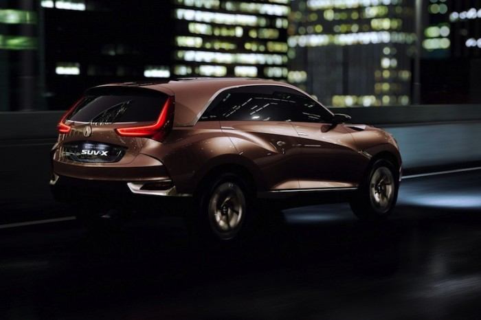 Acura SUV-X в городе