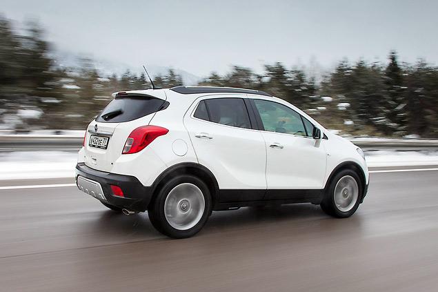 Белый Opel Mokka в России