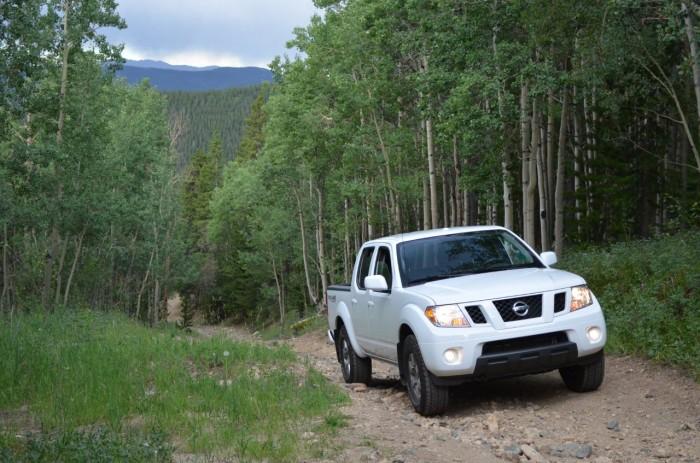 Nissan Frontier PRO-4X в лесу