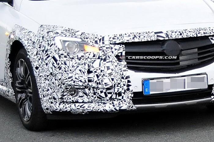 Opel Insignia в камуфляже