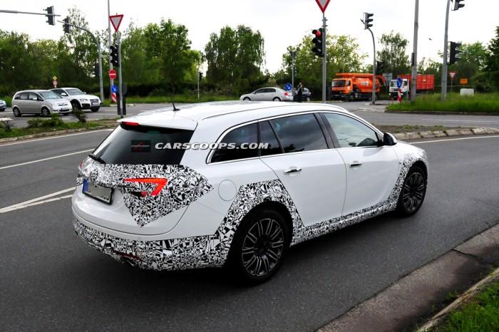 Opel Insignia сзади