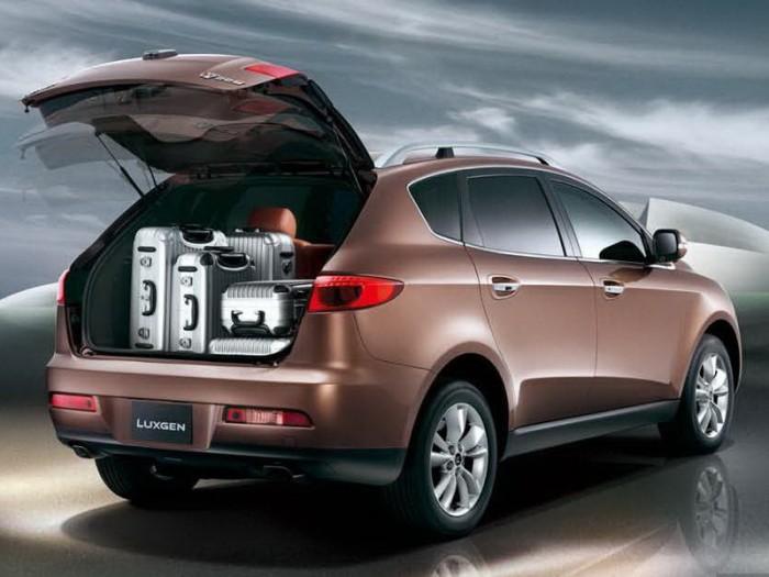 Luxgen 7 с открытым багажником