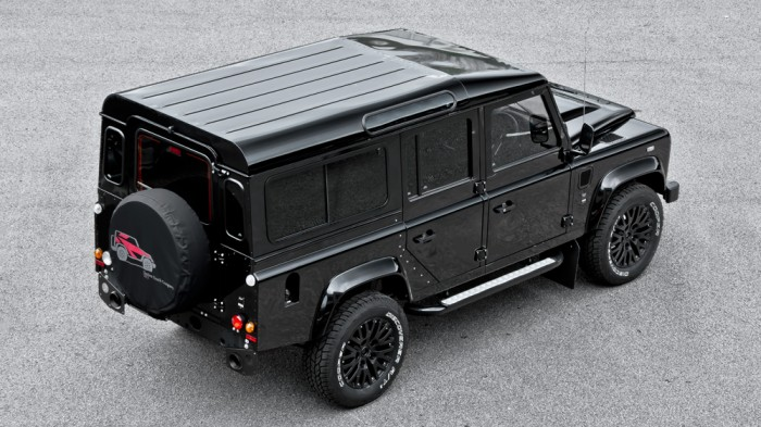 Land-Rover-Defender-Kahn-2