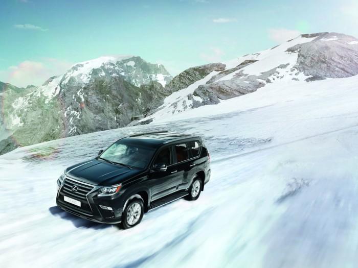 Зимой Lexus GX 460