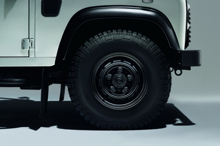 Land-Rover-Defender-Black-Silver-8