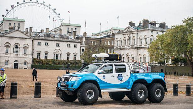 Toyota-Hilux-Arctic-Trucks-5