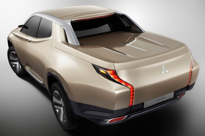 Mitsubishi-Hybrid-Pickup-2