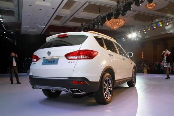 Dongfeng-AX7-2