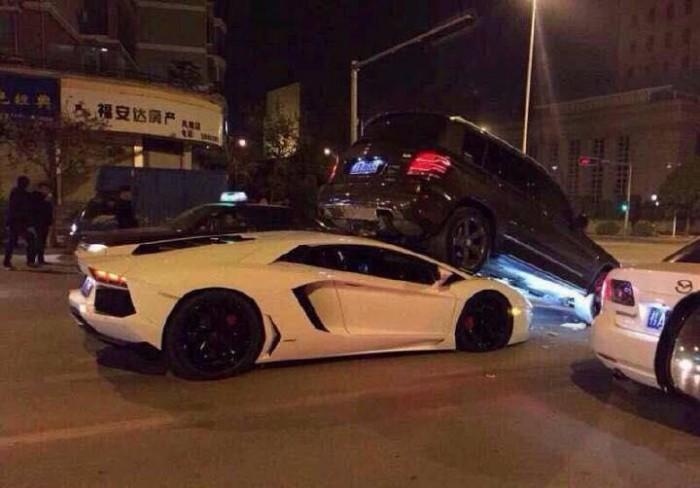 Lamborghini Aventador попал под колеса Mercedes-Benz GLK