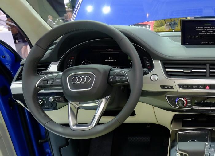 2016-Audi-Q7-21