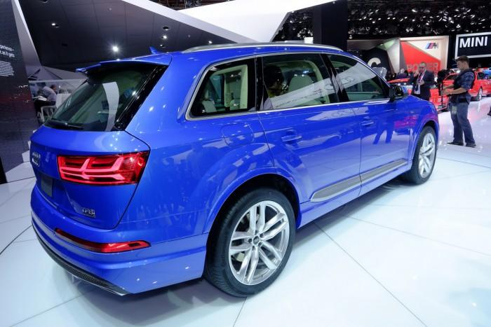 2016-Audi-Q7-4