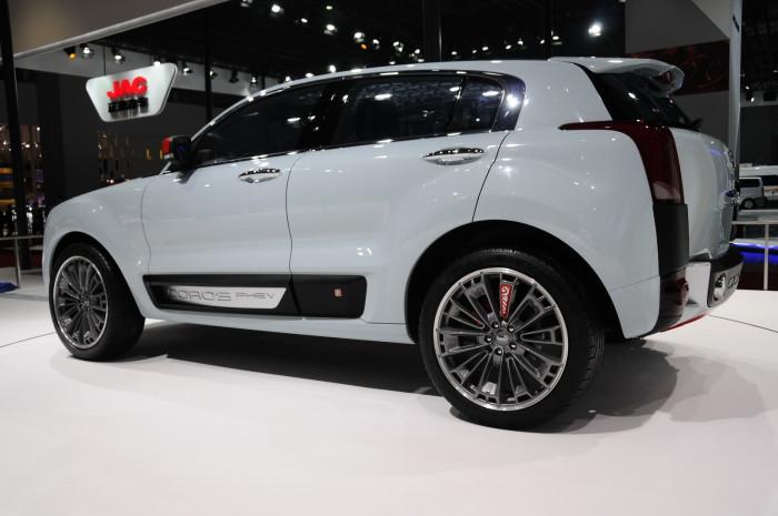 2015-Qoros-2-SUV-05