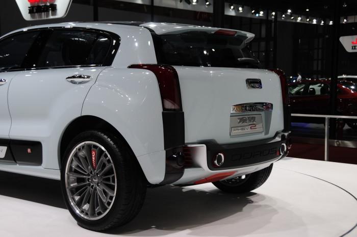 2015-Qoros-2-SUV-06