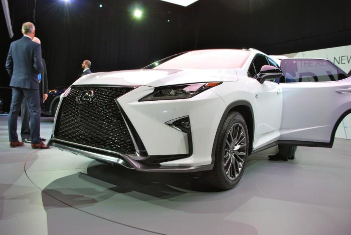 LexusRXLive04