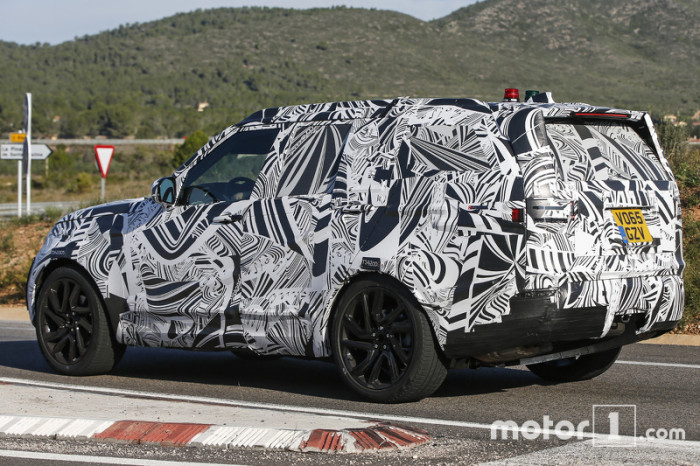 2017-land-rover-discovery-spy-photo (3)