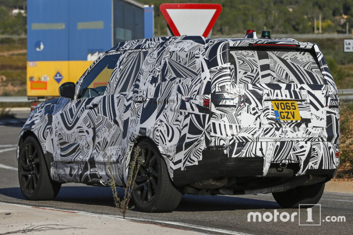 2017-land-rover-discovery-spy-photo (4)