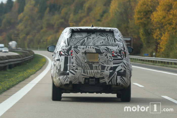 2017-land-rover-discovery-spy-photo (5)