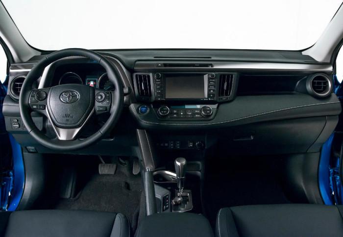salon-Toyota-RAV4-2016