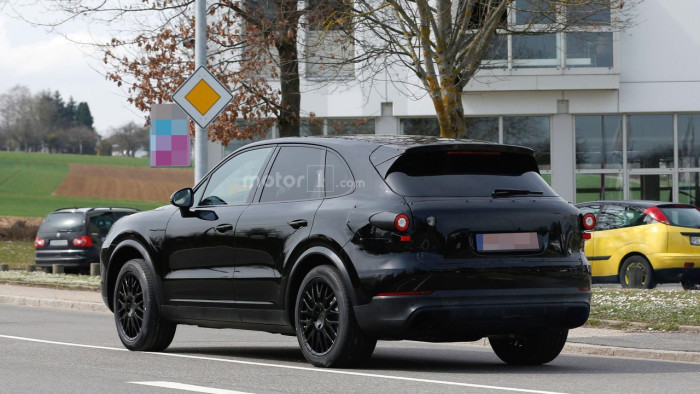 2018-porsche-cayenne-spy-photo (4)