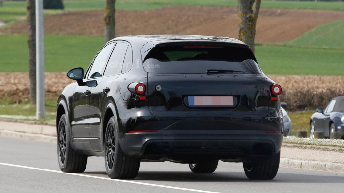 2018-porsche-cayenne-spy-photo (5)