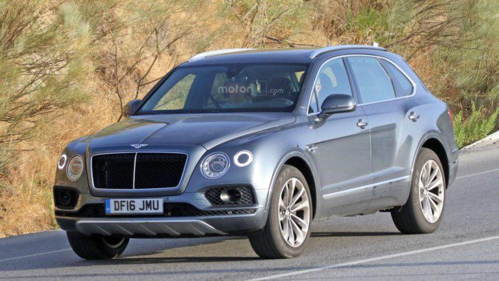 2017-bentley-bentayga-diesel-spy-photo (1)