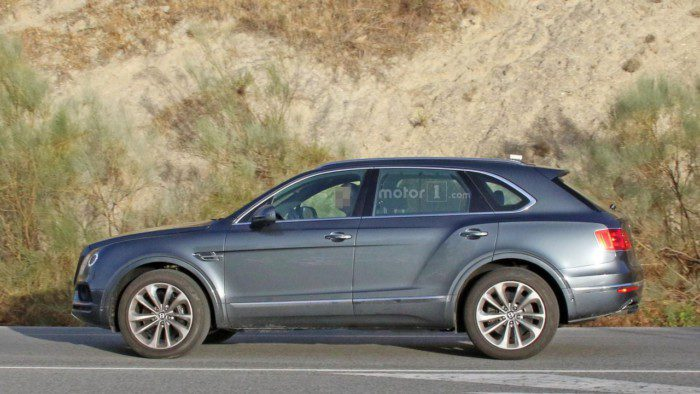 2017-bentley-bentayga-diesel-spy-photo (2)