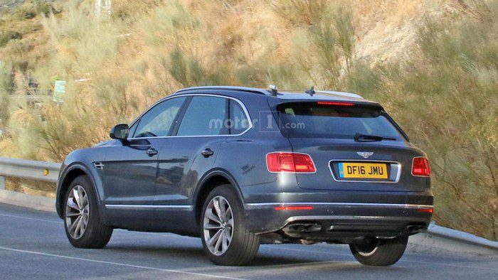 2017-bentley-bentayga-diesel-spy-photo (3)