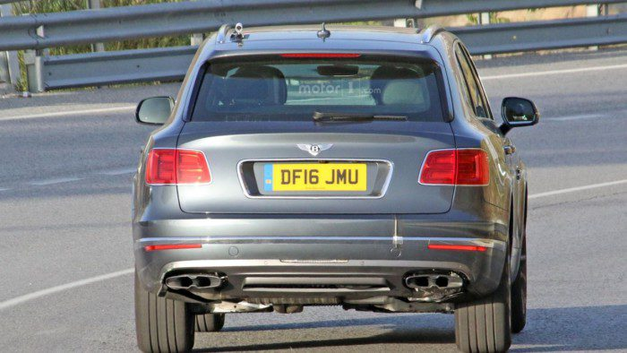 2017-bentley-bentayga-diesel-spy-photo (4)