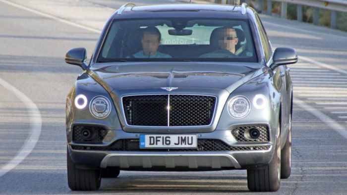 2017-bentley-bentayga-diesel-spy-photo