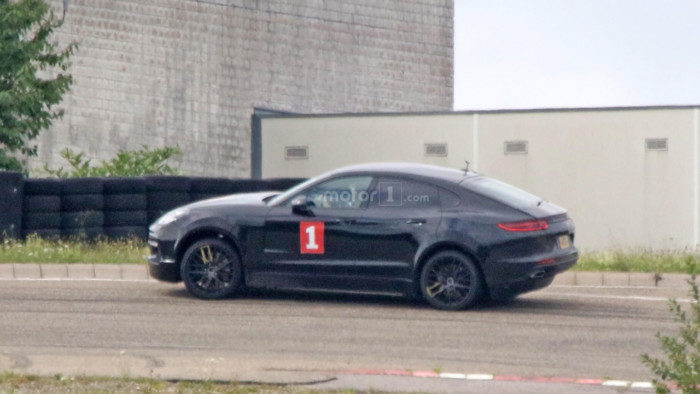 possible-porsche-cayenne-coupe-test-mule-spy-photo (3)