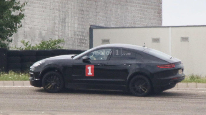 possible-porsche-cayenne-coupe-test-mule-spy-photo (4)