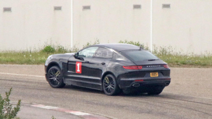 possible-porsche-cayenne-coupe-test-mule-spy-photo (5)