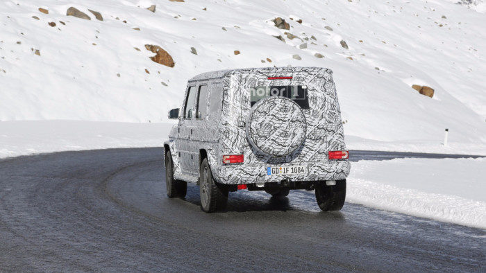 2018-mercedes-g-class-spy-photo-5