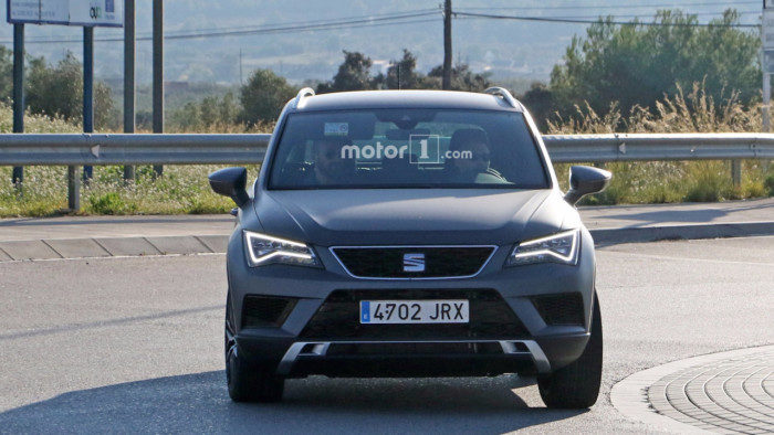seat-ateca-cupra-spy-photo-1